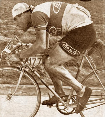 Belivacqua solos to Roubaix, 1951 on his Benotto.